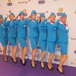 Messehostessen beim Echo im Kostüm der Fluggesellschaft Eurowings