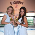 Messehostessen bei Gerolsteiner Messestand